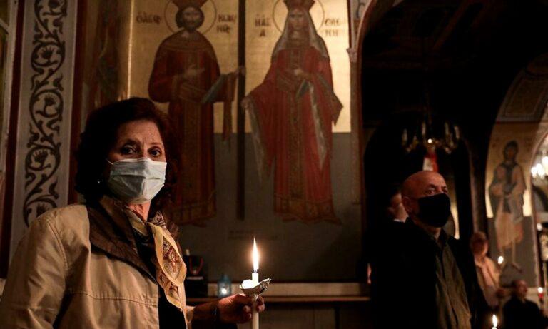 Ανάσταση: Με διπλή μάσκα οι πιστοί στις εκκλησίες