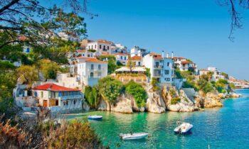 Εμβόλια: Ο τουρισμός στην Ελλάδα βρίσκεται ένα βήμα πριν το επίσημο άνοιγμά του το οποίο είναι προγραμματισμένο να γίνει στις 15 Μαΐου.