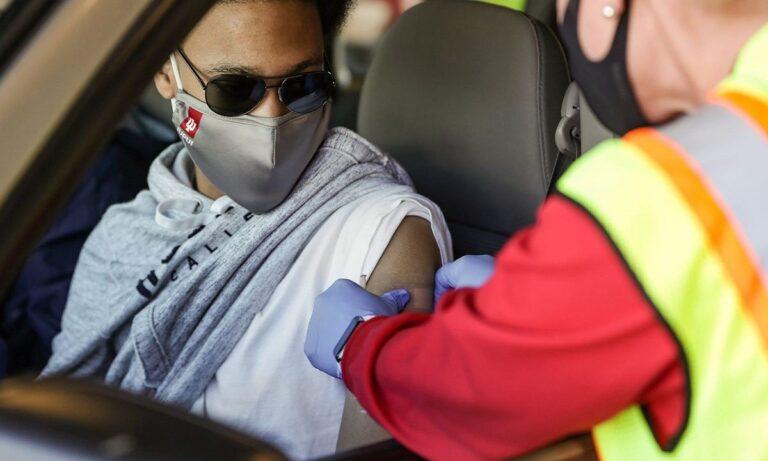 Φιλίππου (πρόεδρος ΕΟΦ): Όλες οι μέχρι τώρα σοβαρές παρενέργειες από τα 3 εμβόλια
