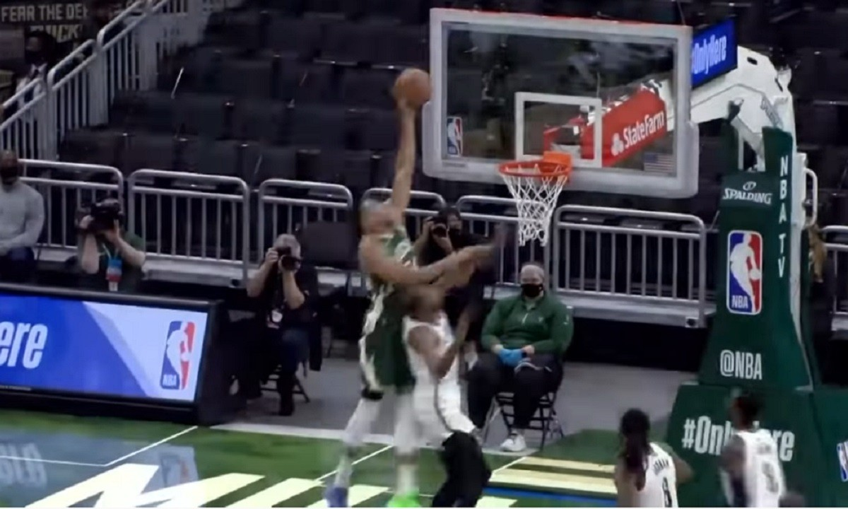 NBA: Στο Top-10 το τρομερό alley-oop κάρφωμα κάρφωμα του Γιάννη! (vid)