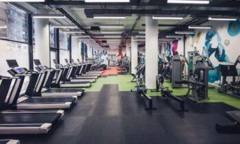 Τα γυμναστήρια παραμένουν κλειστά παρά το γεγονός πως σταδιακά ανοίγουν όλες οι δραστηριότητες. Για τι ανησυχούν κυβέρνηση και ειδικοί.