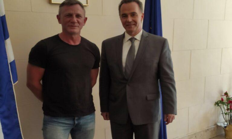 Ένας υψηλός επισκέπτης βρέθηκε στο Γενικό Προξενείο της Ελλάδος στη Νέα Υόρκη, διάσημος από τις ταινίες του Τζέημς Μποντ.