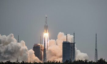 Κινεζικός πύραυλος βρίσκεται εκτός ελέγχου και πρόκειται να πέσει στη Γη το ερχόμενο Σάββατο (8 Μαΐου), πιθανότατα σε μη κατοικημένη περιοχή.