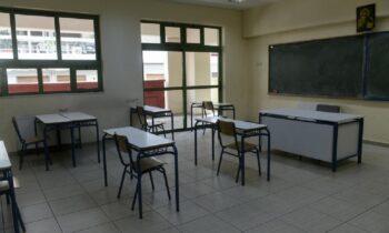 Κορονοϊός: Αρνήτρια καθηγήτρια μήνυσε διευθυντή σχολείου (vid)
