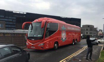 Premier League: Οπαδοί της Γιουνάιτεντ την...έπεσαν στο λεωφορείο της Λίβερπουλ (vid)