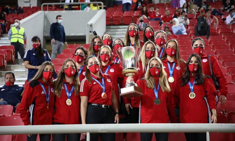 Ολυμπιακός: Αποθέωση για τις πρωταθλήτριες Ευρώπης! (vids)