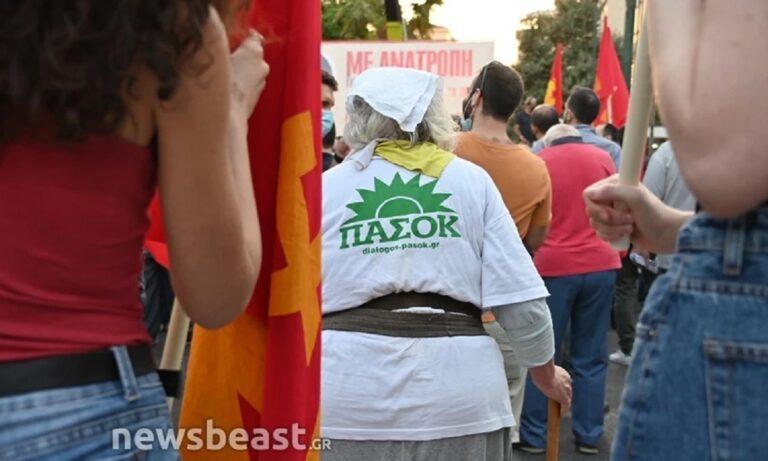 ΕΠΟΣ: Με μπλούζα ΠΑΣΟΚ σε συγκέντρωση του ΚΚΕ! (pics)