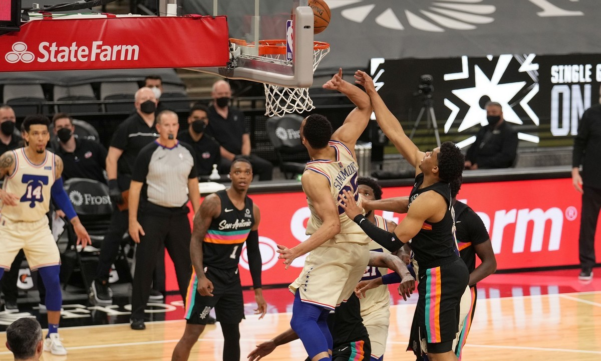NBA αποτελέσματα: Μπεν Σίμονς at the buzzer – Ο ΜακΚόλουμ «λύγισε» τους Σέλτικς (vids)