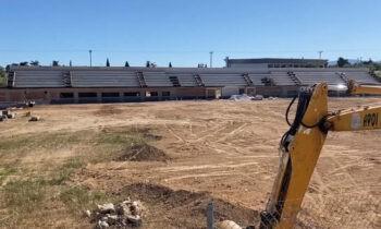 «Τρέχουν» οι εργασίες στο προπονητικό κέντρο της ΑΕΚ στα Σπάτα με στόχο να είναι τους επόμενους μήνες έτοιμο προς παράδοση.