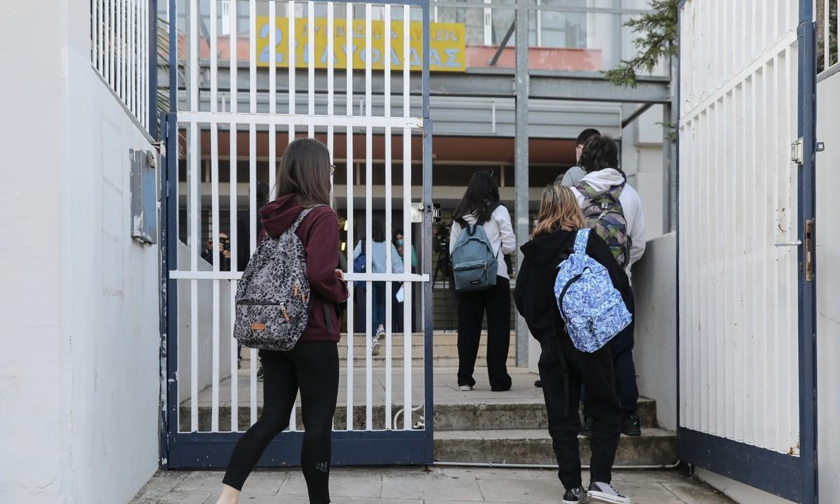 Άνοιγμα σχολείων στις 10 Μαΐου με self test και παράταση της χρονιάς