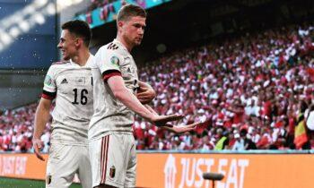 Το Βέλγιο νίκησε στη Δανία (2-1) στην Κοπεγχάγη και ο Κέβιν ντε Μπρόινε ήταν ο MVP. Αθλητικά και ανθρώπινα ομιλώντας.