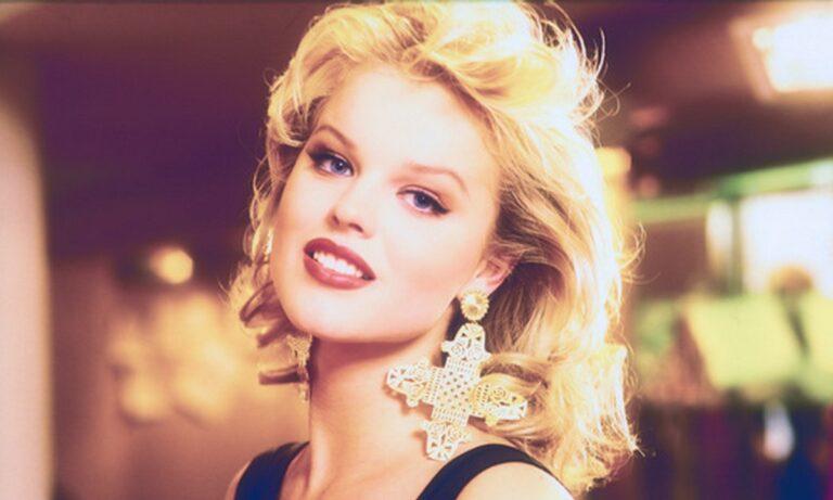 Herzigova : Στη Σαντορίνη το κορυφαίο μοντέλο των 90s. Δείτε πως είναι σήμερα