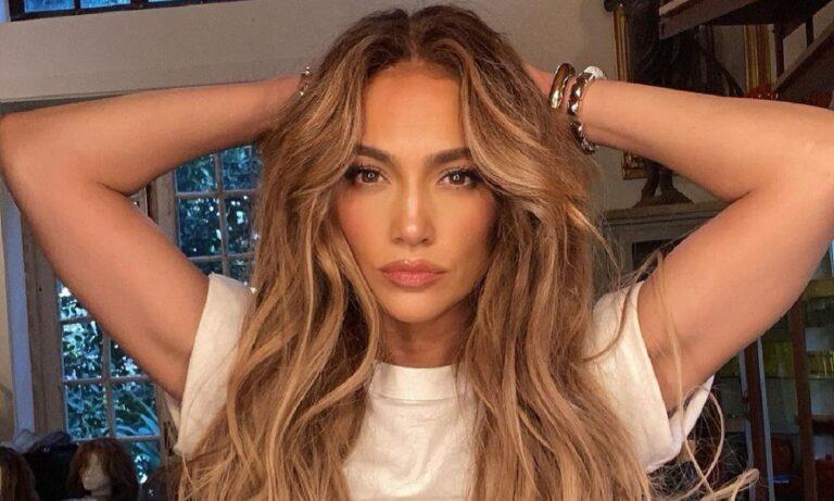 Jennifer Lopez: Η απίστευτη ομοιότητα με την κούκλα μικρότερη αδερφή της