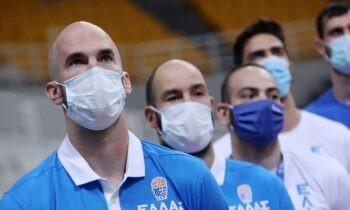 Με τη λάμψη του νταμπολούχου Ισπανίας, ο Νικ Καλάθης έφτασε στην Αθήνα την Κυριακή (20/6) και παρακολουθεί τον αγώνα με τη Σερβία.