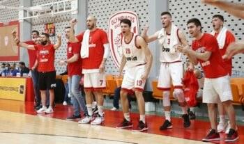 Ο Ολυμπιακός νίκησε το Μαρούσι () έκανε το 3-0 στη σειρά και ουσιαστικά πήρε το εισιτήριο της επιστροφής στην Basket League.