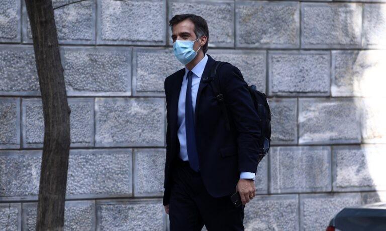 Αρκουμανέας: «Βγάζουμε μάσκες σε εξωτερικούς χώρους σύντομα»
