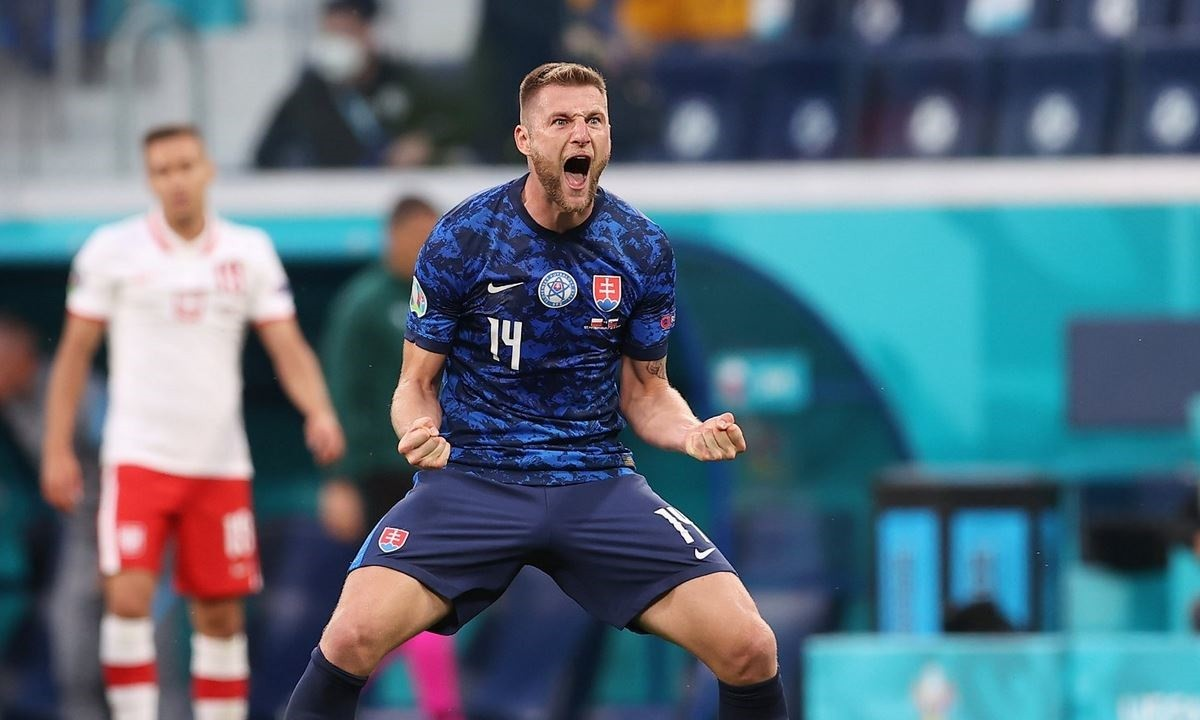 Euro 2020: Ο Μίλαν Σκρίνιαρ «εξαφάνισε» τον Λεβαντόφσκι και του… έδειξε πώς γίνεται