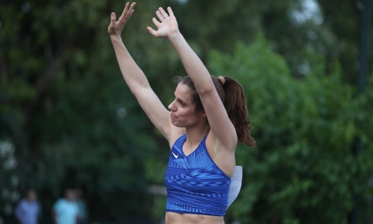 Φιλοθέη: Ο αέρας κράτησε στο έδαφος την Κατερίνα Στεφανίδη!