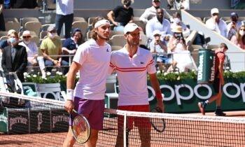 Ο Στέφανος Τσιτσιπάς κατάφερε να καθηλώσει στους τηλεοπτικούς δέκτες ακόμα κι εμάς που ουδεμία επαφή έχουμε με το τένις.