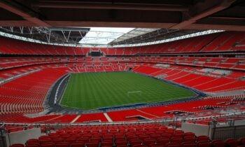 Στον «αέρα» φαίνεται ότι είναι το γήπεδο το οποίο θα φιλοξενήσει τους τον τελικό του Euro 2020. Ο λόγος; Ο κορονοϊός και τα μέτρα ασφαλείας που ισχύουν στην Αγγλία!