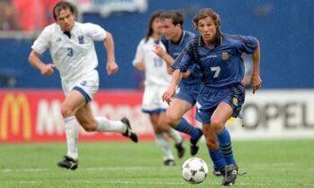 Στο Μουντιάλ του 1994 η Εθνική Ελλάδας, αντιμετώπισε στην πρεμιέρα της, την αντίστοιχη της Αργεντινής και ηττήθηκε με 4-0.
