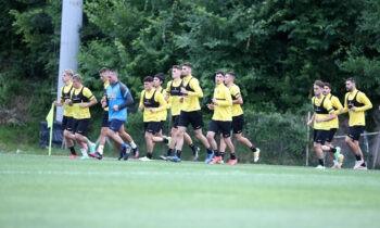 Από χθες το απόγευμα στα Σπάτα οι ποδοσφαιριστές της ΑΕΚ έπιασαν και επίσημα δουλειά για την επόμενη σεζόν.