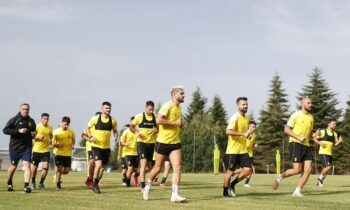 Ο Άρης συνεχίζει το πρώτο στάδιο προετοιμασίας στο αθλητικό κέντρο του Βερμίου. Η ΠΑΕ ανακοίνωσε τις ώρες των τριών φιλικών αγώνων που θα γίνουν στην Αυστρία.