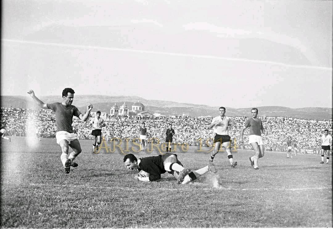 Άρης - ΠΑΟΚ: Το γήπεδο της Τούμπας είναι άρρηκτα συνδεδεμένο με τον ΠΑΟΚ αφού εδώ και 60 χρόνια, από το 1959, αποτελεί έδρα του δικεφάλου.