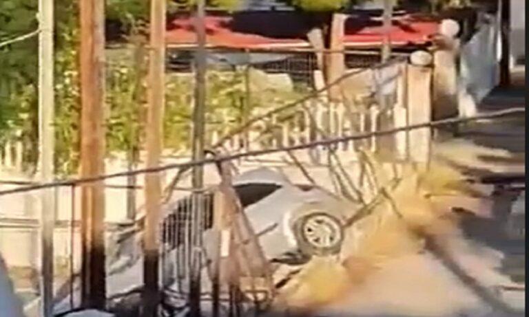 Αυτοκίνητο έπεσε σε γήπεδο μπάσκετ - Είδε το Χάρο με τα μάτια της η οδηγός.