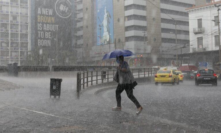 Καιρός: «Άνοιξαν οι ουρανοί στην Αττική! Καταιγίδες, χαλάζι και μποτιλιάρισμα στους δρόμους!