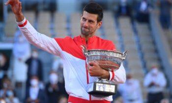O Τζόκοβιτς, επικράτησε του Στέφανου Τσιτσιπά και κατέκτησε το Roland Garros, σε μία ακόμη επιτυχία του Σέρβου.