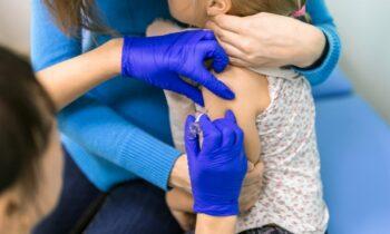 Εμβολιασμός: Η Moderna ζητά την έγκριση των αρμοδίων προκειμένου να επιτραπεί η χορήγηση του εμβολίου της στους εφήβους άνω των 12 ετών