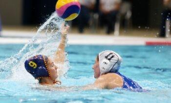 Εθνική πόλο γυναικών: Μια ημέρα μετά την ήττα από τις ΗΠΑ, έχασε κι από την Ισπανία με 14-8 στο κολυμβητήριο του ΟΑΚΑ.
