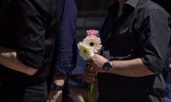 Έγκλημα στα Γλυκά Νερά: Η άγνωστη φωτογραφία του 33χρονου πιλότου αγκαλιά με την κόρη του στην κηδεία