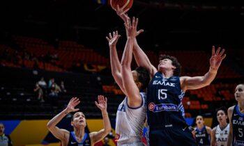 Ιταλία-Ελλάδα: Αναμέτρηση για την 3η αγωνιστική της α' φάσης του Eurobasket Γυναικών που πραγματοποιείται στη Βαλένθια.