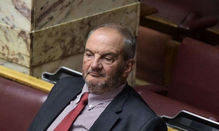 Κώστας Καραμανλής: Ο Tommasso Debenedetti, γνωστός πια για τη μακάβρια συνήθειά του, «πέθανε» τώρα τον πρώην Έλληνα πρωθυπουργό.