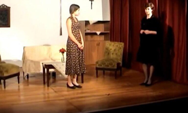 Έγκλημα στα Γλυκά Νερά: Η ταλαντούχα Καρολάιν σε σχολική παράσταση στον ρόλο της Τζούλιας από το Δον Καμίλλο (vid)