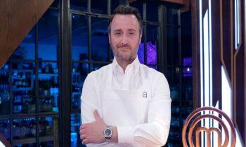 Masterchef τελικός: Aπίστευτη ομοιότητα του σεφ Τζέισον Άθερτον με διάσημο Έλληνα, γεγονός που δεν έχει περάσει ασχολίαστο στο Twitter.