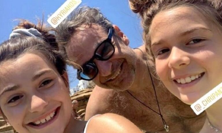 Μητσοτάκης: Η selfie με δύο κοριτσάκια στην Τήνο που έγινε Viral!