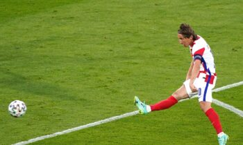 Euro 2020: Το απίθανο γκολ με εξωτερικό φάλτσο του Μόντριτς (vid)
