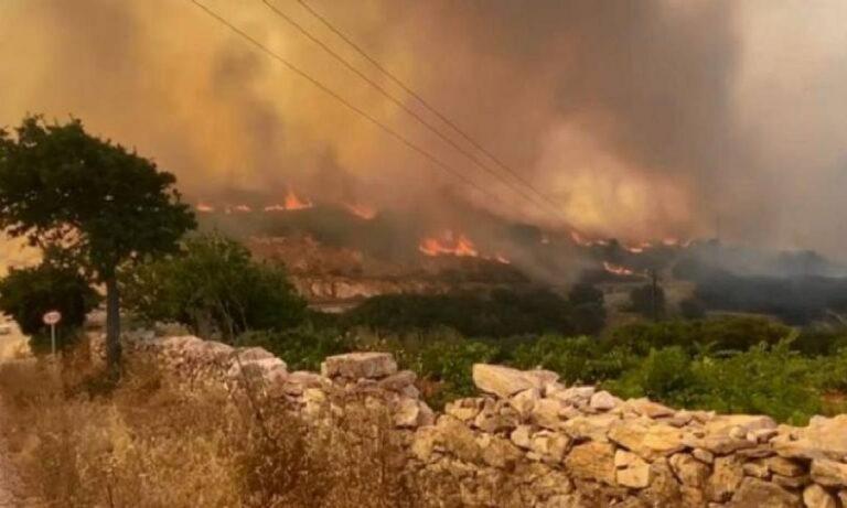Πάρος – Φωτιά: Μεγάλη η καταστροφή – Συνεχίζεται η προσπάθεια να ελεγχθεί