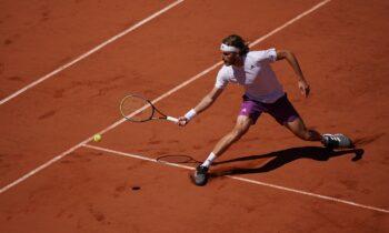 Όχι μόνο την Ελλάδα ολόκληρη, αλλά ακόμη και τα «ζωντανά» καθήλωσε ο Στέφανος Τσιτσιπάς στην προσπάθειά του στον μεγάλο τελικό του Roland Garros.