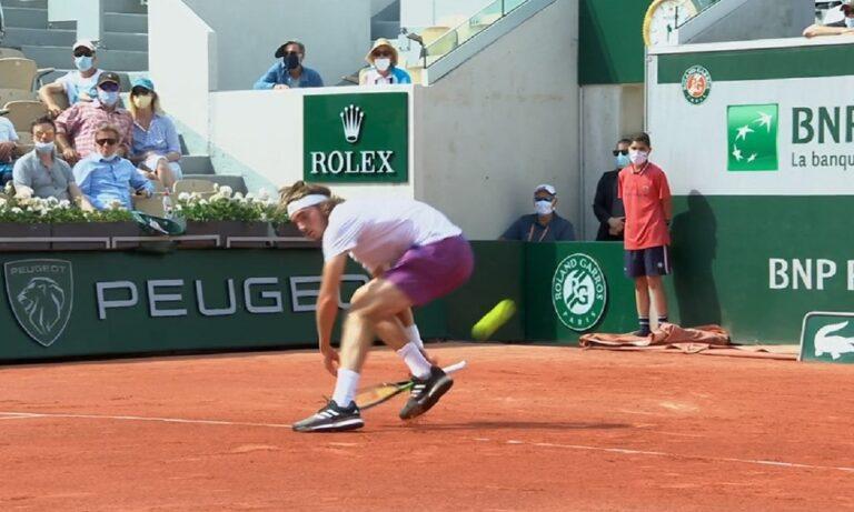 Είναι κάτι που συμβαίνει στο τένις. Όχι σε κάθε ματς, αλλά συμβαίνει. Ο Στέφανος Τσιτσιπάς «έχασε» τη τη ρακέτα του κόντρα στον Μαρτίνεθ.