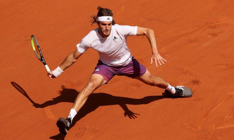 Ο Στέφανος Τσιτσιπάς πάει... τρένο μέχρι στιγμής στο Roland Garros, έχοντας καταφέρει να εξασφαλίσει την παρουσία του στους «8» του γαλλικού Οπεν.