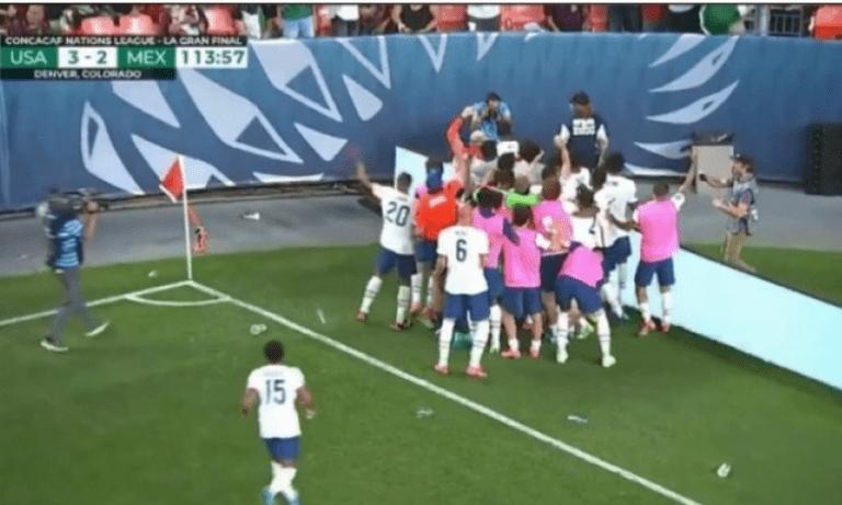 Η αναμέτρηση ΗΠΑ - Μεξικό για τον τελικό του Nations League της Βόρειας Αμερικής σημαδεύτηκε από ακραίες σκηνές βίας.