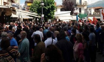 Ο πρώην βουλευτής του ΣΥΡΙΖΑ, Χρήστος Μαντάς, δέχθηκε χτυπήματα κατά τη διάρκεια συμπλοκής στην προγραμματισμένη συγκέντρωση.