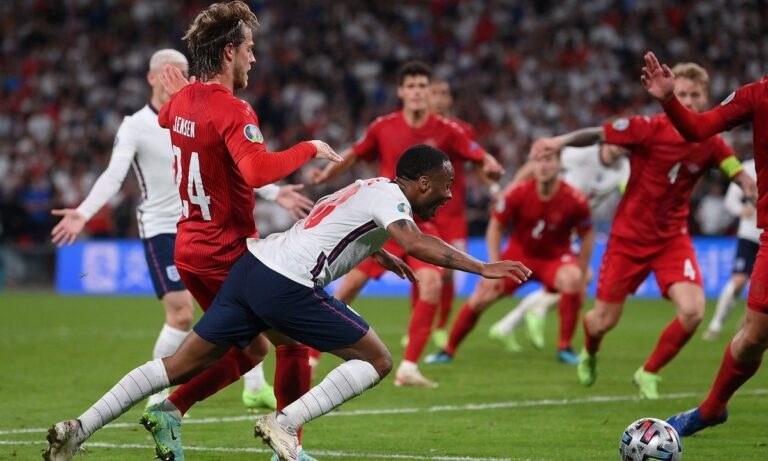 Euro 2020 – Στέρλινγκ: «Με βρήκε στο δεξί μου πόδι, ήταν καθαρό πέναλτι»