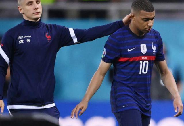 Euro 2020: Έτσι αποκλείστηκε η Γαλλία-Χαμός με κόντρες μεταξύ των παικτών και φασαρίες!