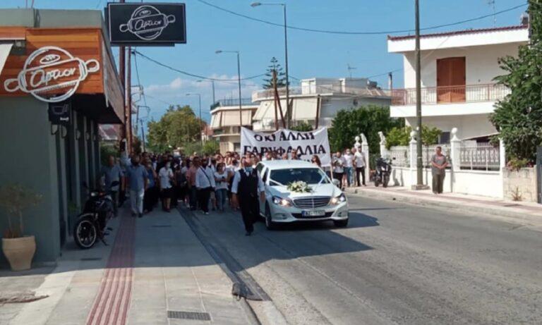 Έγκλημα στη Φολέγανδρο: «Όχι άλλη Γαρυφαλλιά» – Ράγισαν καρδιές στην κηδεία