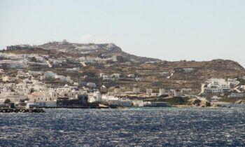 Lockdown: Οκτώ νησιά φαίνεται πως κινδυνεύουν με την επιβολή κλεισίματος της κυκλοφορίας, λόγω του επιδημιολογικού φορτίου.